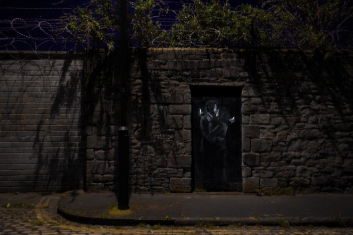 Banksy, Mobile Lovers, 2